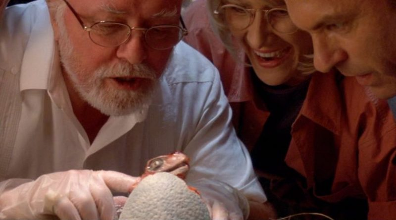 essai-du-phénomène-dimprégnation-sur-un-bébé-vélociraptor-par-Jhon-Hammond-dans-Jurassic-park-1(1993)